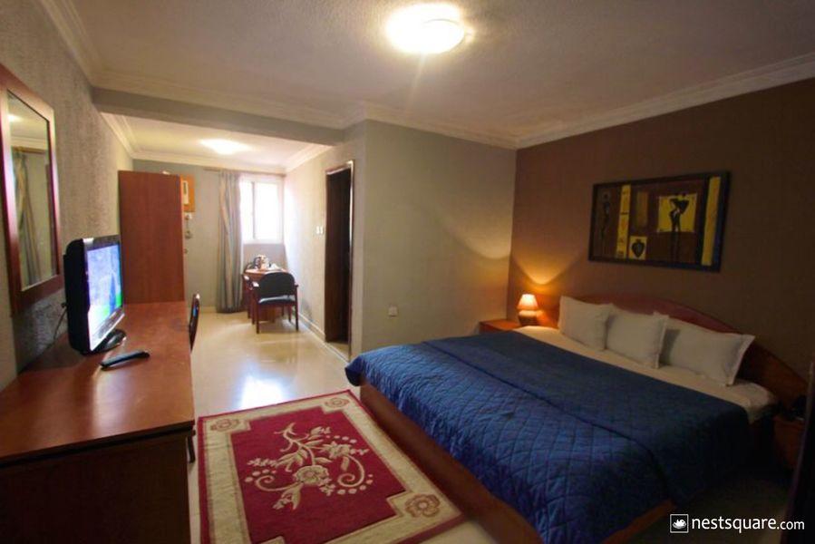 Carliza Hotel, Apapa